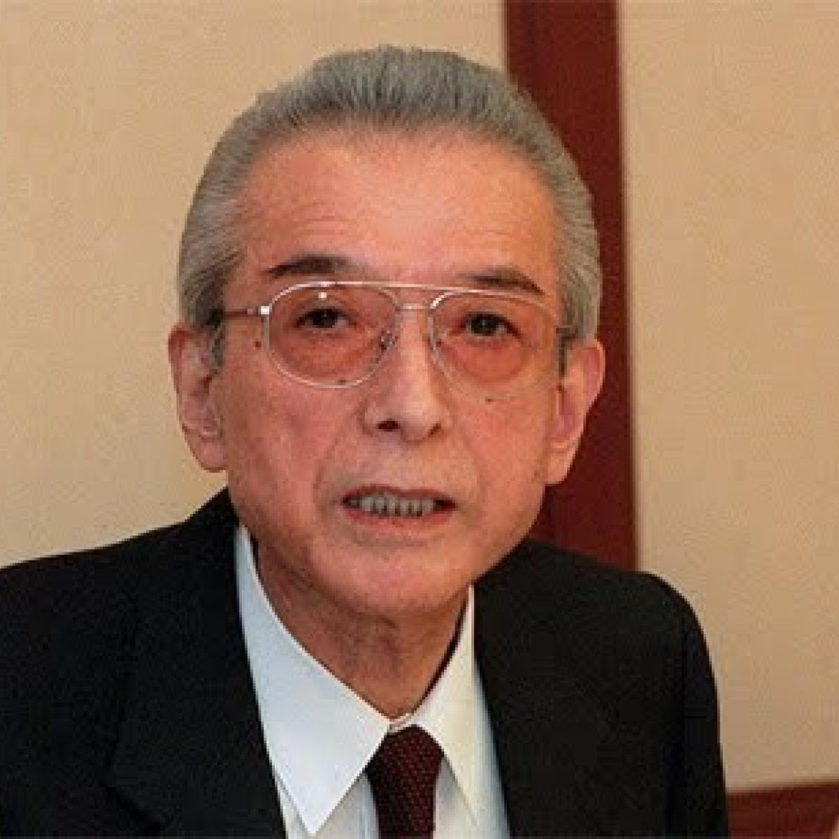 hiroshi yamauchi nintendo Hiroshi yamauchi ( 山内 溥 yamauchi hiroshi, november 7, 1927 – september 19, 2013) was a japanese businessman he was the third president of nintendo , joining the company in 1949 until stepping down on may 31, 2002, to be succeeded by satoru iwata.